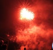 10: Feuerwerk – die Crowd staunt